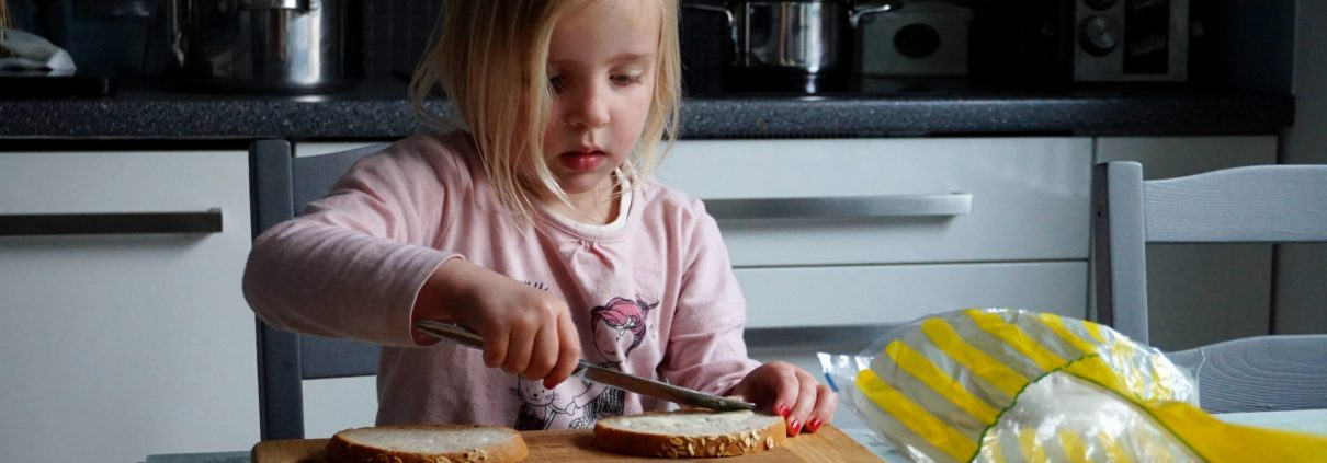 Rodzinne gotowanie 1 1210x423 - Rodzinne gotowanie - pomysł na kreatywną zabawę w kuchni