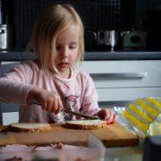 Rodzinne gotowanie 1 180x180 - Rodzinne gotowanie - pomysł na kreatywną zabawę w kuchni
