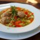Zupa warzywna z klopsami