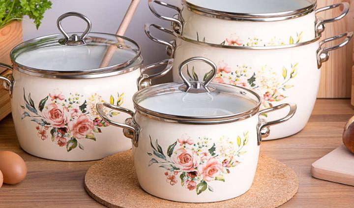 Naczynia emaliowane do rustykalnej kuchni