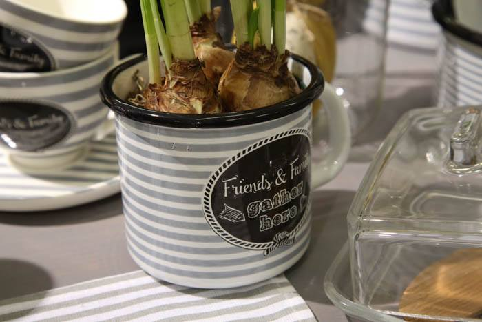 10 7 - Garnki emaliowane w eklektycznej kuchni