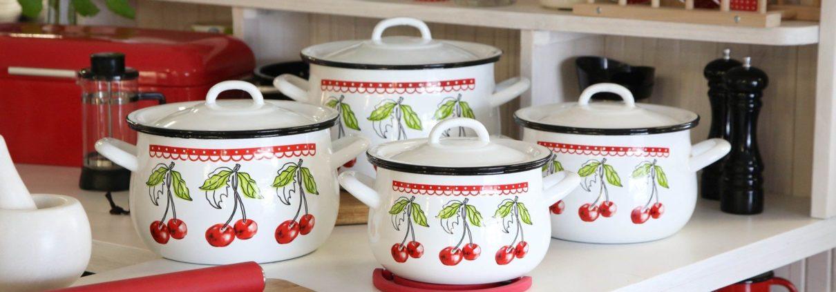 LQ5A8209 1 1210x423 - Garnki emaliowane w eklektycznej kuchni