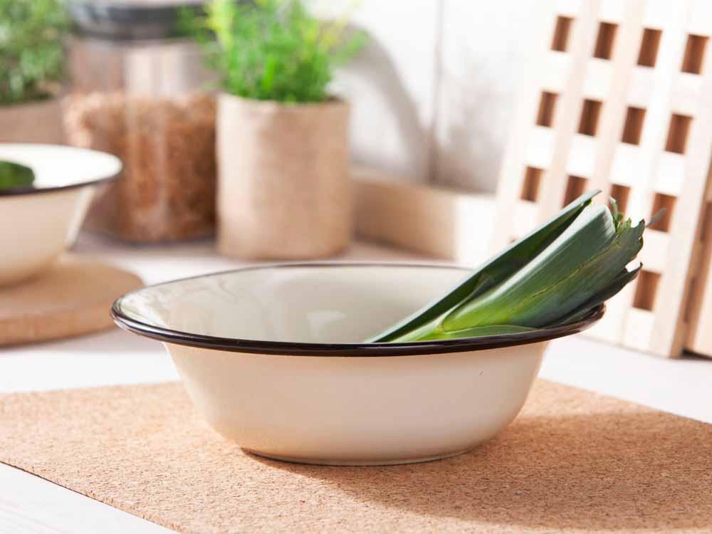 miska miednica stalowa emaliowana silesia rybnik kremowa 22 cm 020502515pwd 1 - Emaliowane miski – dlaczego warto je mieć?